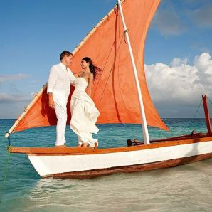 Valtiot/Malediivit/2020/luksus/Moofushi-hmoon-couple-on-dhoni