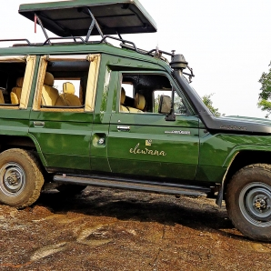 Valtiot/Tansania/2020/lentosafari-luksus/land-cruiser-side-view